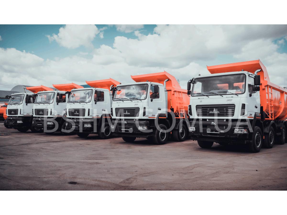 A batch of 30-ton 8x4 dump trucks was shipped